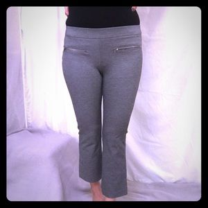 Ann Taylor grey cropped yoga pants with pockets